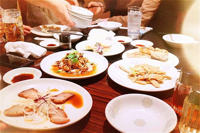 飲み会の料理の写真