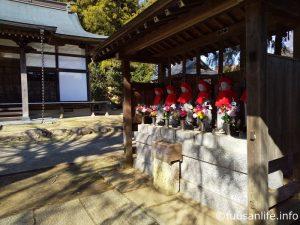 お寺とお地蔵さんの写真