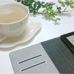 電子書籍とコーヒーカップの写真